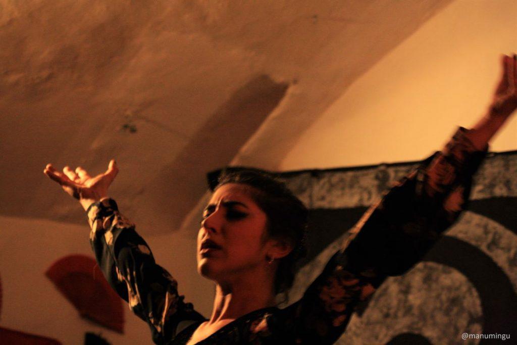 Elena Busatto baile flamenco a Los Viernes en la Cueva Bologna